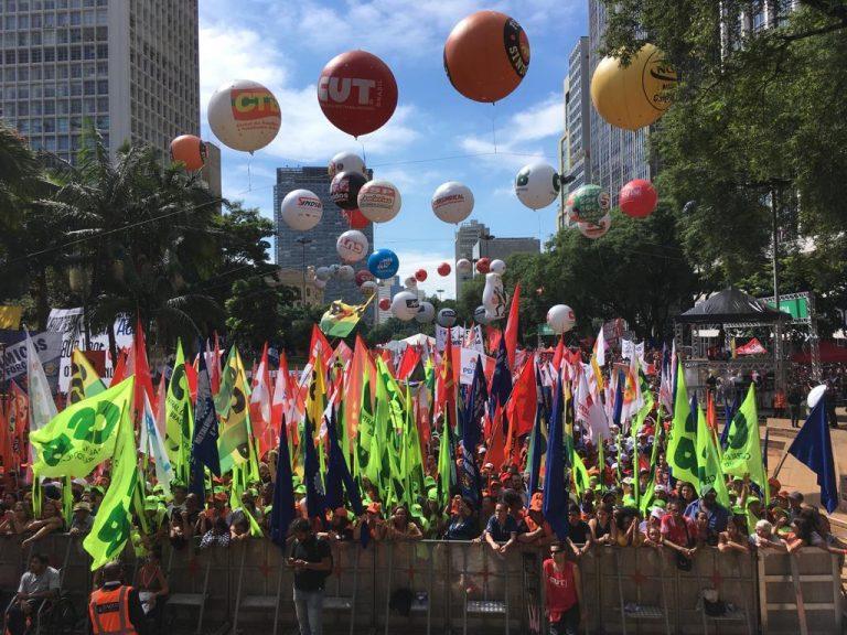 3df9a0278 Ato do 1º de Maio em São Paulo (SP). A convocação da Greve Geral ...